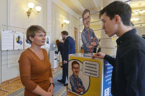 Заповнити декларацію допоможе «Держслужбовець Тарас» – Голос України